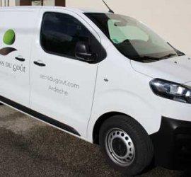 véhicule de livraison du marché en ligne